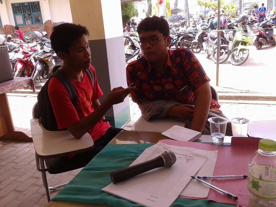 redaksi-sedang-melakukan-wawancara
